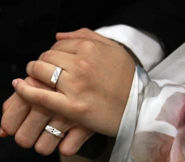 ۱۰ زوج نیازمند در شوشتر به سبکی ساده زندگی مشترک خود را آغاز کردند